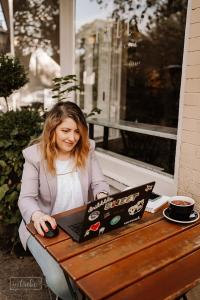 Anna Axenov Shaus UI UX Mentoring laptop