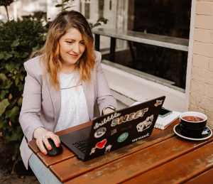 Anna Axenov Shaus UI UX Mentoring laptop crop